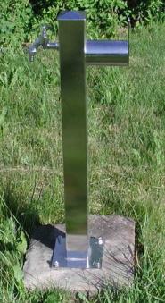 Wasserzapfsäule Edelstahl quadratisch mit Schlauchhalter Bild 1