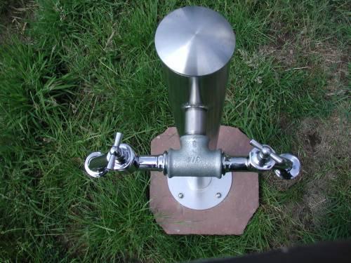 Wasserzapfsäule aus Edelstahl rund mit 2 Auslaufhähnen Bild 2