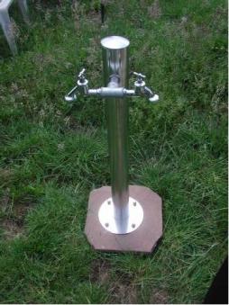 Wasserzapfsäule aus Edelstahl rund mit 2 Auslaufhähnen Bild 1
