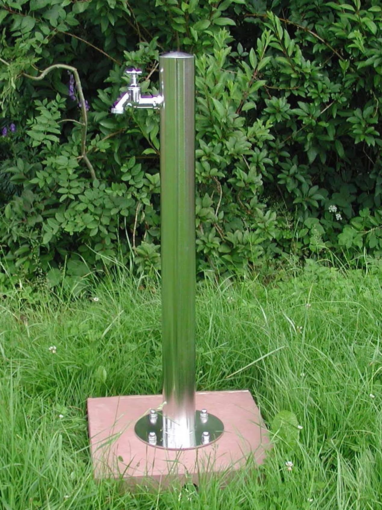 Wasserzapfsäule aus Edelstahl rund Bild 1